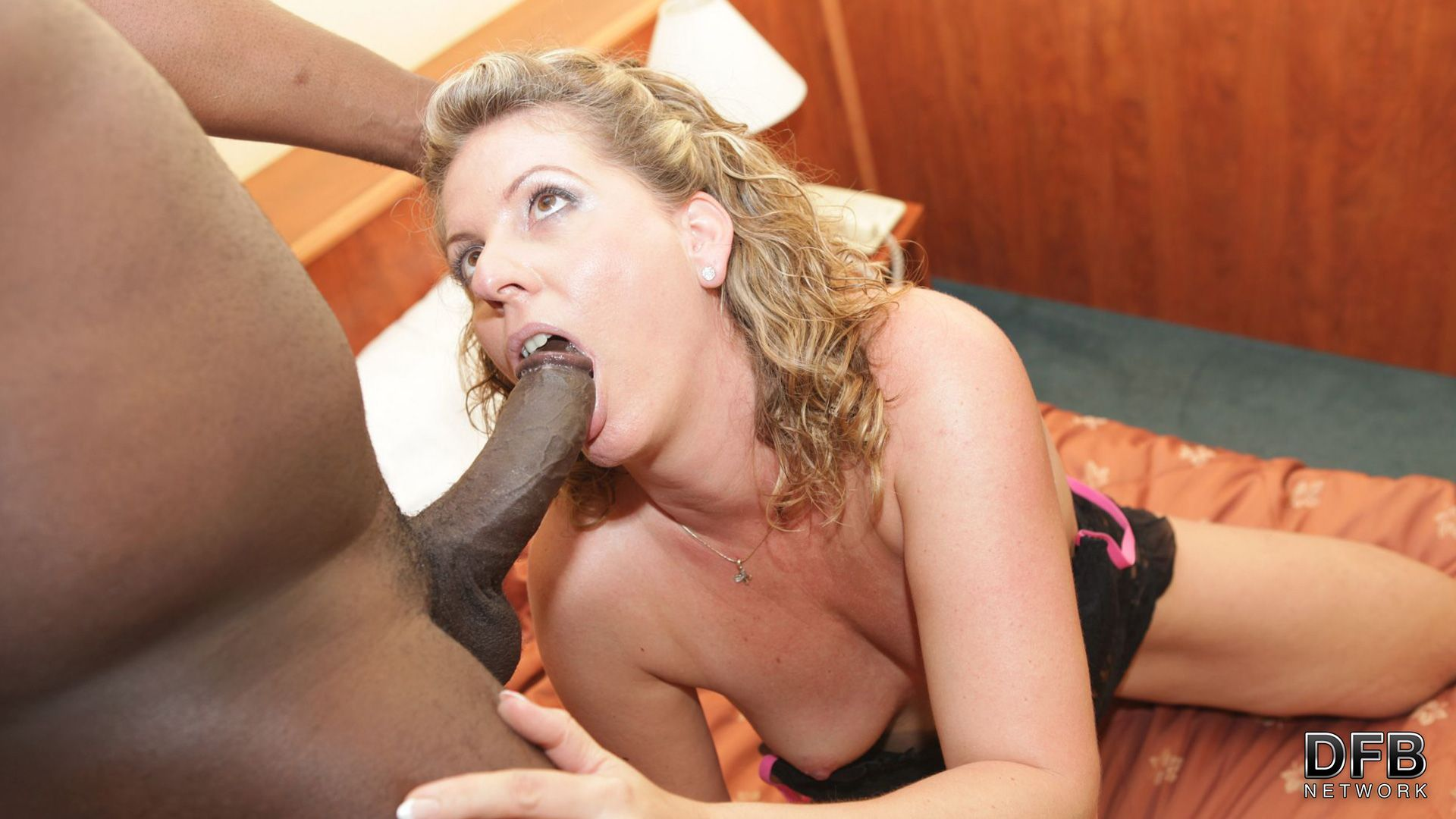mature babe doggy fucked by a black man