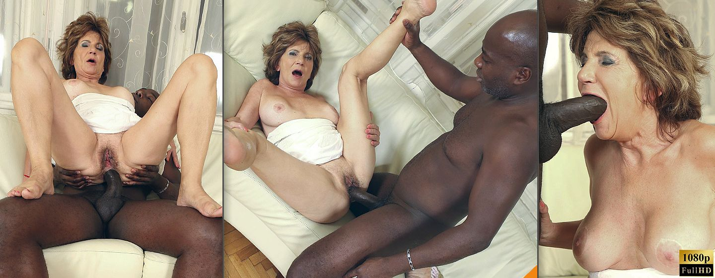 Hot granny ass full with black dick